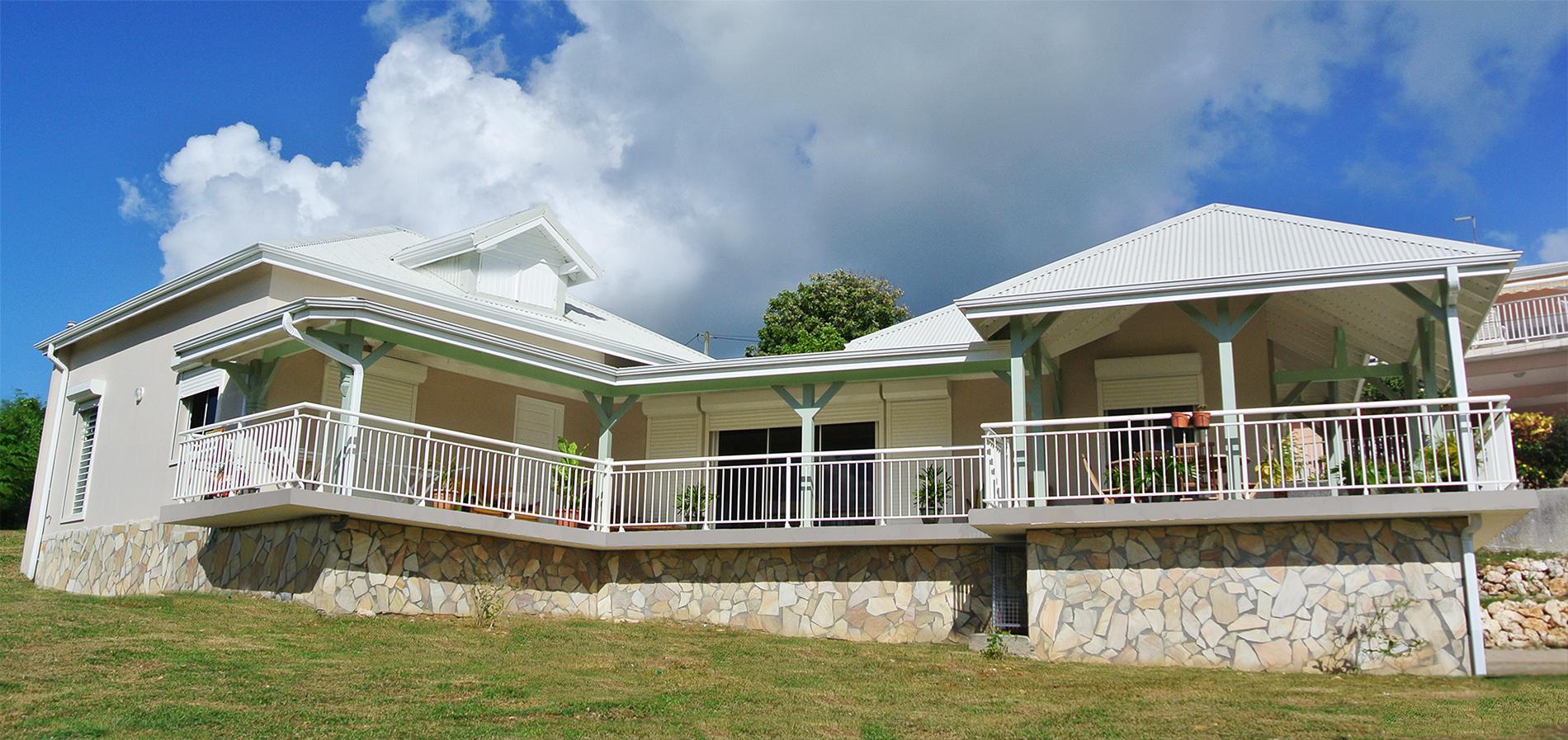 Construction de maison villa moderne et design en guadeloupe architecte constructeur maison for Architecte constructeur